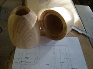 Lautsprecherboxen aus gedrehtem Eschenholz