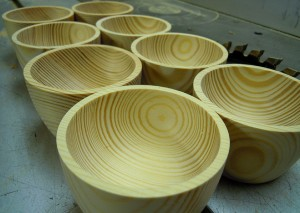 Schalen aus Kiefernholz