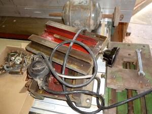 alter Werkzeugschlitten mit Motor